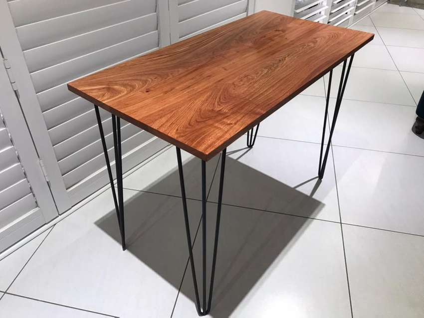 Rosewood Table 0
