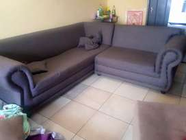 i m salling the corner couch