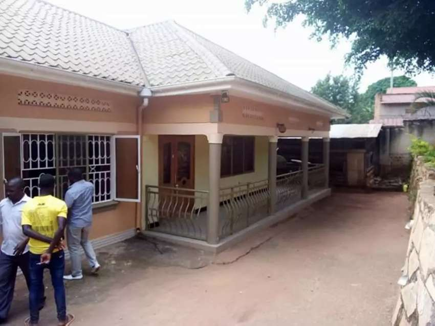 FOUR BEDROOMS HOUSE FOR SALE AT NALUVULE SITTING ON 20 DECIMALS WITH 0