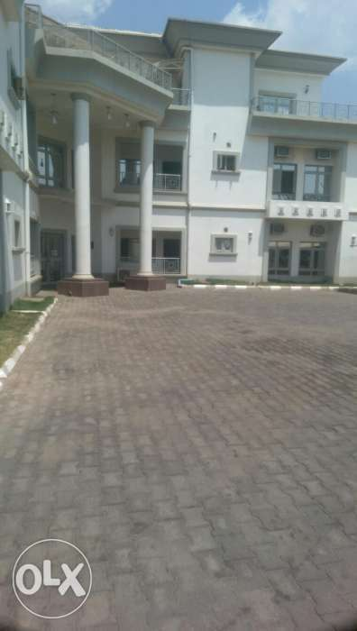 Serviced and furnished apartment with swimming pool 0