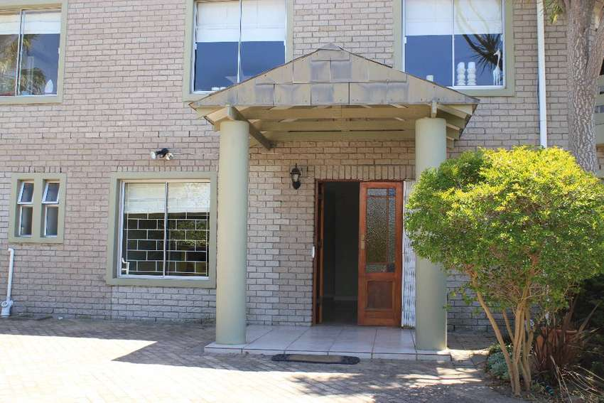 Spacious 2 bedroom apartment to rent in quiet neighborhood - R 7 950 0