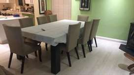 Dining Table with 8 chairs, Excellent condition !