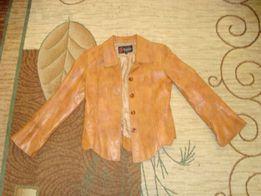 Продаю кожаную куртку женскую