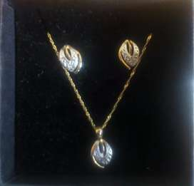 Gold and diamond set necklace and earring set