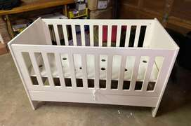 Treehouse- baby cot