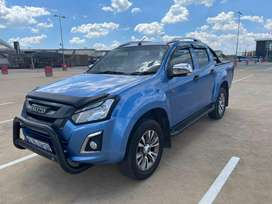 2016 Isuzu Double cad in a very good condition