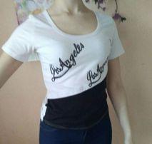 Черно-белая женская футболка