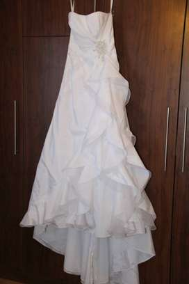 Bride&co Wedding dress and long veil for Sale ..size 8