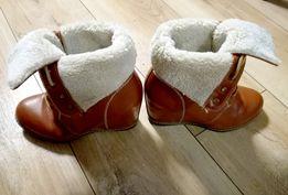 Buty na koturnie karmelowe
