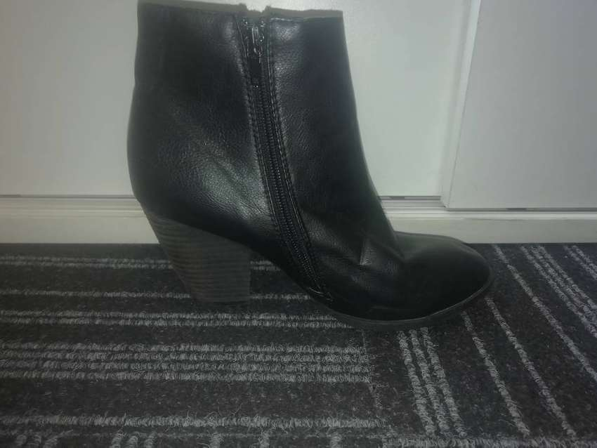 Ladies shoes for sale 0