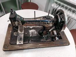 Антикварная швейная машинка TEUTONIA