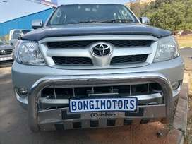 TOYOTA HILUX DOUBLE CAB 4X2 WITH CANOPY