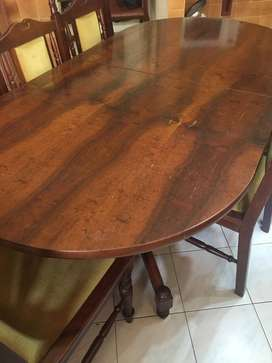 Mahogany Veneer Extendable Dining room table with 5 chairs