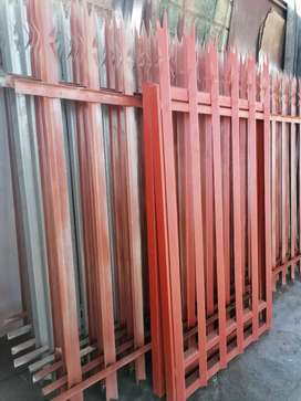 Selling palisades fence 3x1,8 high and 2 pedestrian Gate