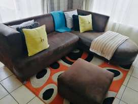 Corner couch and 4x cushions