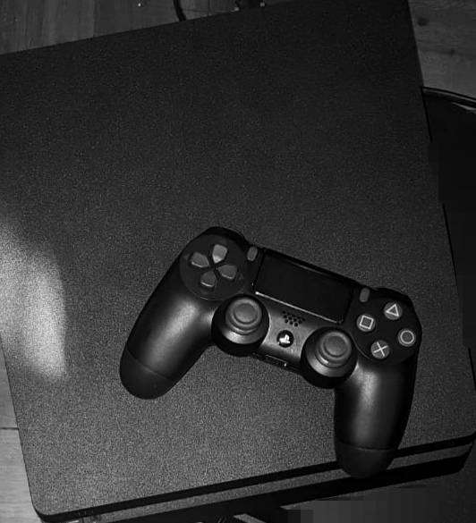 I buy ps4 s and controlls, tvs, etc.. Pay cash instantly 0