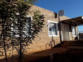 4 Bedroom 2 Bathroom House with an attached flatlet in Dysselsdorp