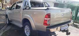 TOYOTA HILUX HIGH RIDER 2.7 VVTI WITH SERVICE BOOK AND SPARE KEYS