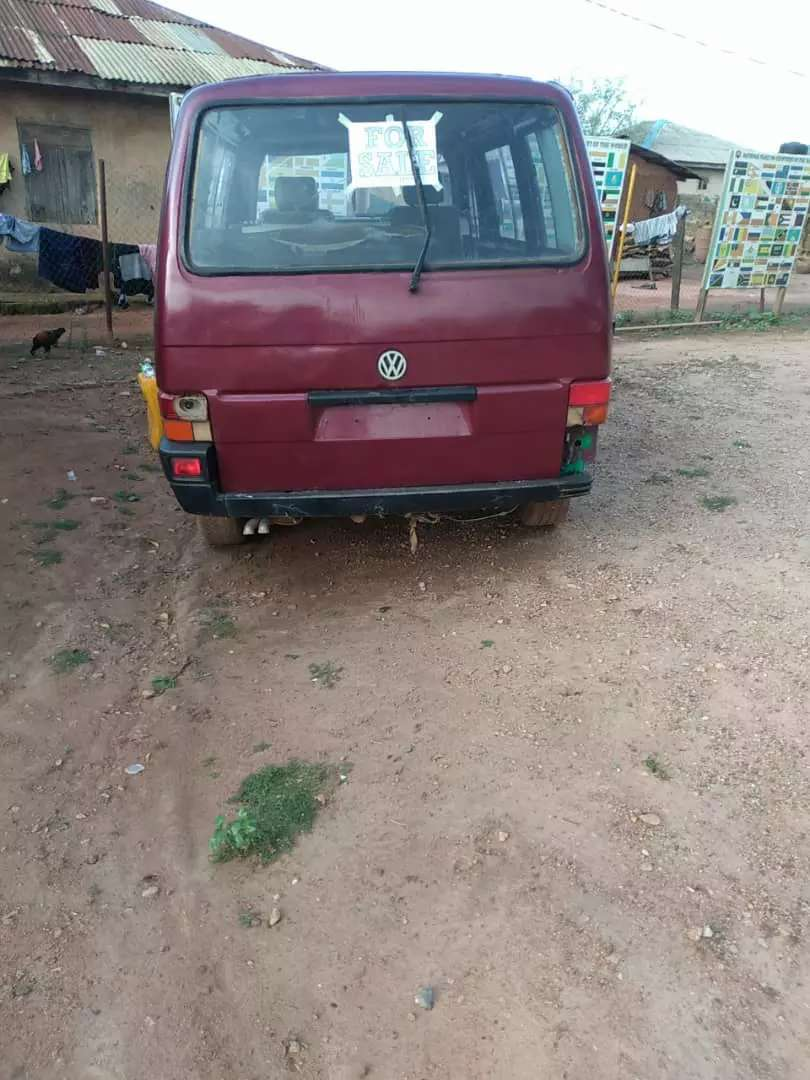 Volkswagen Tokunbo Bus T4 for sale. Sound engine and gear 0