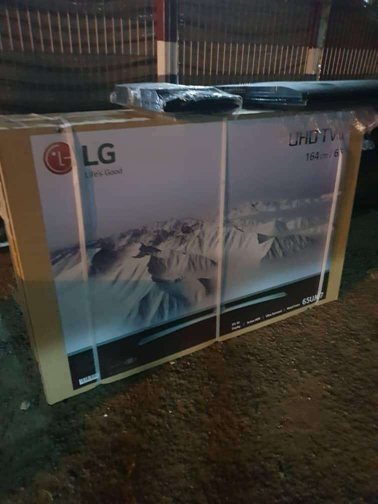 "65"" LG smart satellite 4K tv 0"