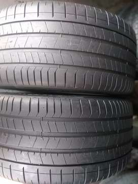 Two seconds hand tyres sizes 285/40/22 Pirelli normal now available