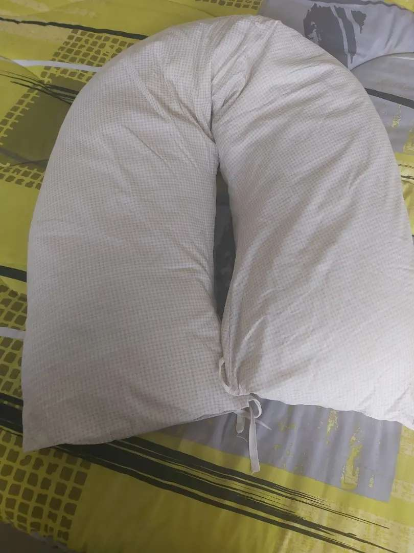 Snuggle pillow for expecting moms