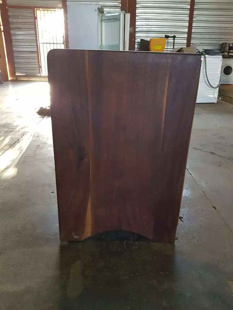 TV / Book stand 0