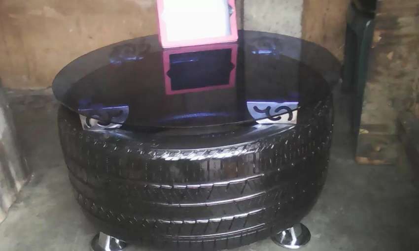 Tyre table,top 30 inches high 16 inches 4chairs 0