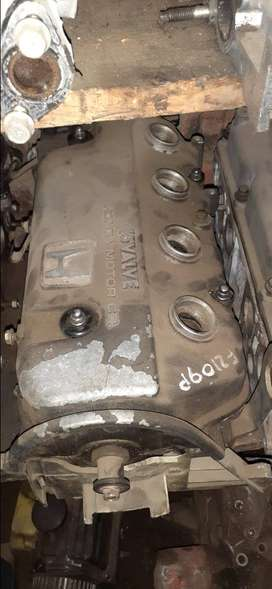 Honda D16 SOHC 16 Valve head with or without camshaft.