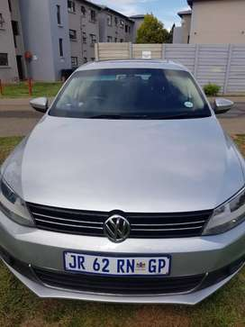 Jetta 6 in a good condition sounds roof aircon nd it has 2 keys