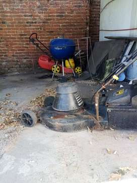 Southern Cross 2200 lawnmower, perfect motor, only missing 2back whee