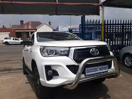 2017 Toyota hilux  2.4 G D6 with a canopy