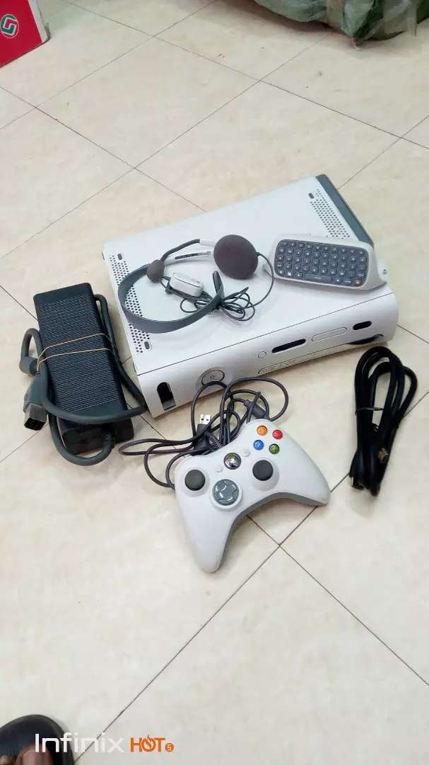XBOX360 WITH GAMES 0
