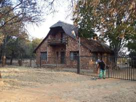 Hartbeespoortdam. Beautiful thatch house to let R 5900.t