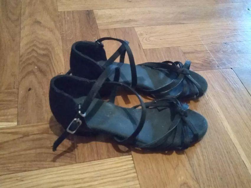 Černé kožené taneční boty velikosti 33 0
