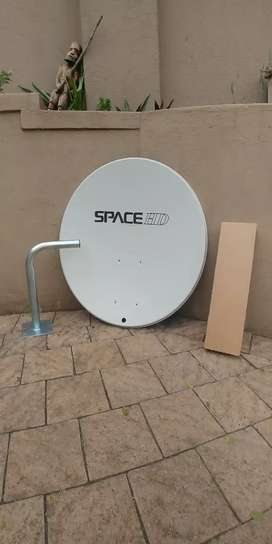 New Satelite Dish with Mounting Pole