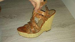 Sprzedam wysokie sandały