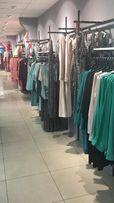 Торговое оборудование (стеллажи, мебель) в бутик одежды