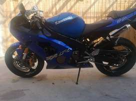03 Kawasaki Ninja Zx6r in blue for sale in excellent condition