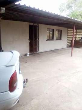Double bedroom in house to rent R2200