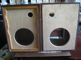 Колонки акустические , корпуса , 44 х 31 х 25,5 см .