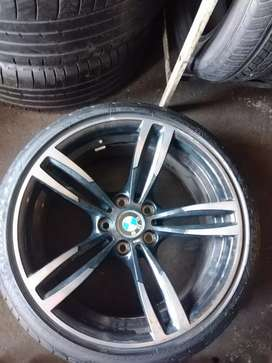 One frond mage wheel and tyres for f30 BMW 225/40/19 Goodyear run flat