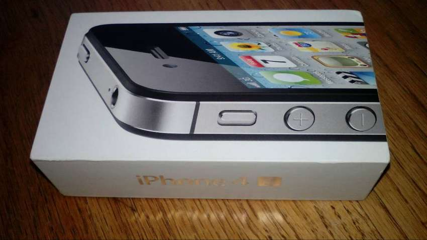 Apple iPhone 4S in excellent condition 0