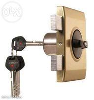 Установка-замена-ремонт дверных замков.Установка и/или обшивка дверей!