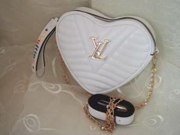 Louis Vuitton urocza damska torebka serduszko listonoszka na ramię