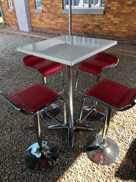 Bar stools (4) and table