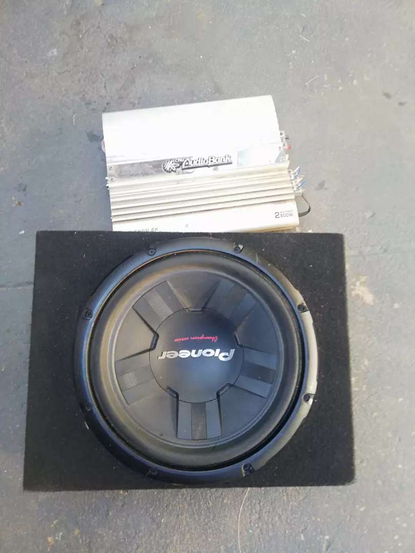 Amp and subwoofer 0