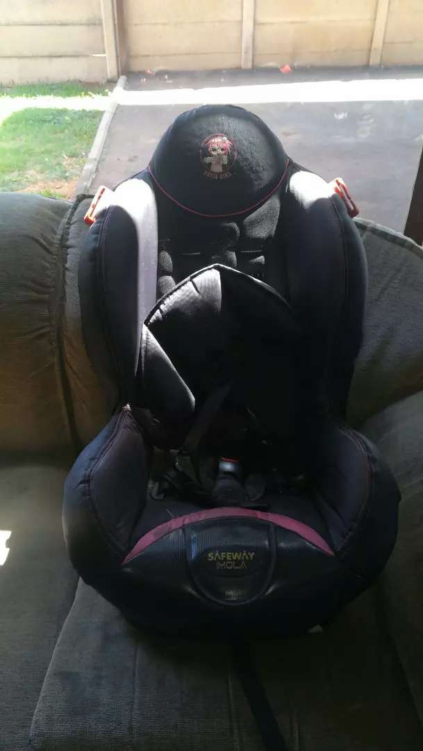 Girls Baby Car chair for sale neat condition 0
