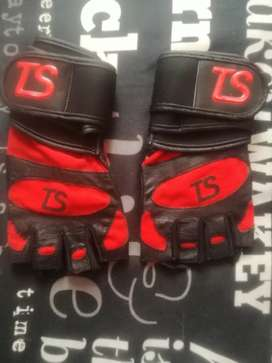 Weightlifting Total Sports Gloves with Wrist Straps