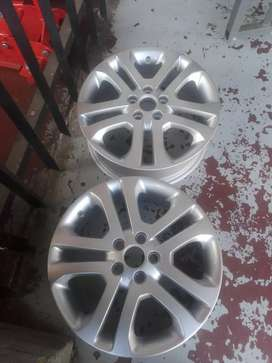 Ford focus original alloy mags size 17 aset still in good condition